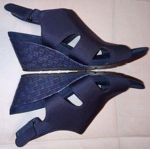 Navy blue wedge heel shoe